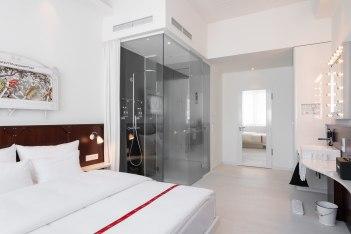 Wow Zimmer mit Regendusche, © Copyright/Ruby Leni Hotel Dusseldorf