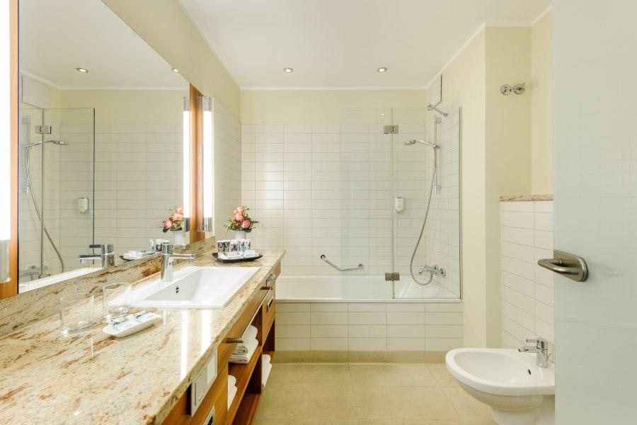 Bathroom, © Copyright/Mercure Hotel Düsseldorf City Center