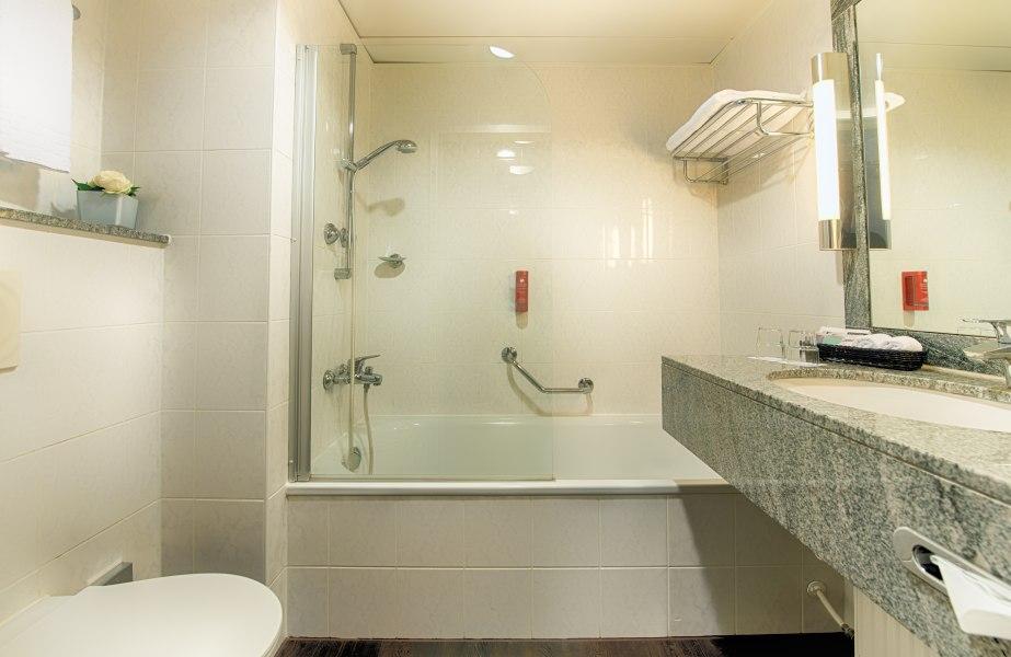 Bathroom, © Copyright/Leonardo Hotel Düsseldorf Königsallee